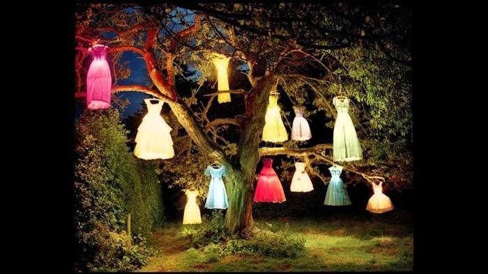 ausgefallene gartendeko selber machen upcycling ideen diy deko ausgeleuchtete kleider