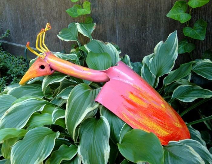 ausgefallene gartendeko selber machen upcycling ideen diy deko garten vogel aus schaufel
