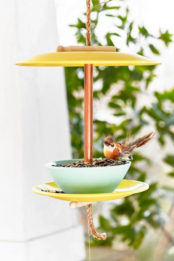 ausgefallene gartendeko selber machen upcycling ideen diy deko vogelfutterhaus