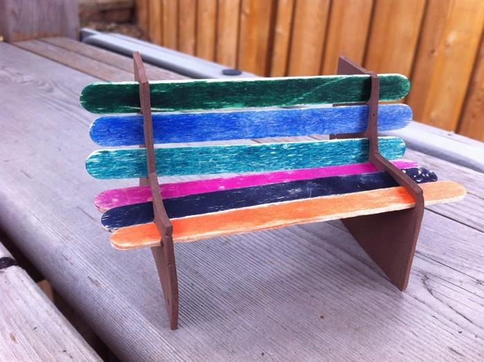 ausgefallene gartendeko selber machen upcycling ideen diy deko windspiel sitbank aus holzstäbchen