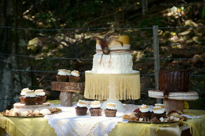 boho torte hocheit etagentorte mit federn