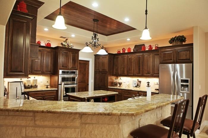deckengestaltung schöne zimmerdecke in der küche und dunkelbraune küchenschränke