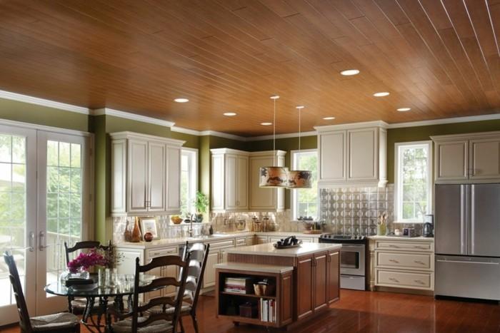 einrichtungsideen die küche frisch streichen und eine schöne zimmerdecke aus holz gestalten