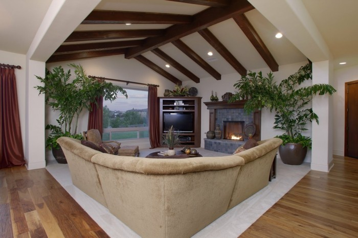 einrichtungsideen moderner wohnbereich mit wunderschöner zimmerdecke