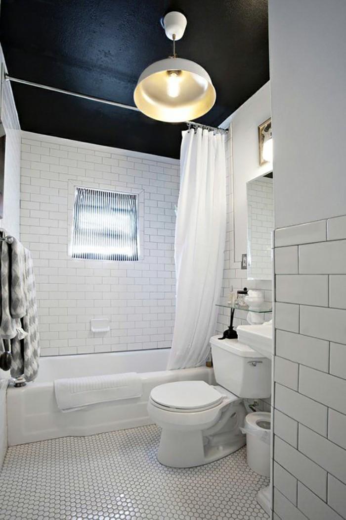 einrichtungsideen schwarze zimmerdecke im badezimmer für schöne kontraste