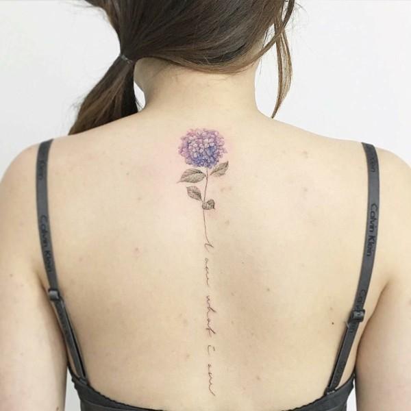 filigrane rücken tätowirung tatoo sprüche blumen