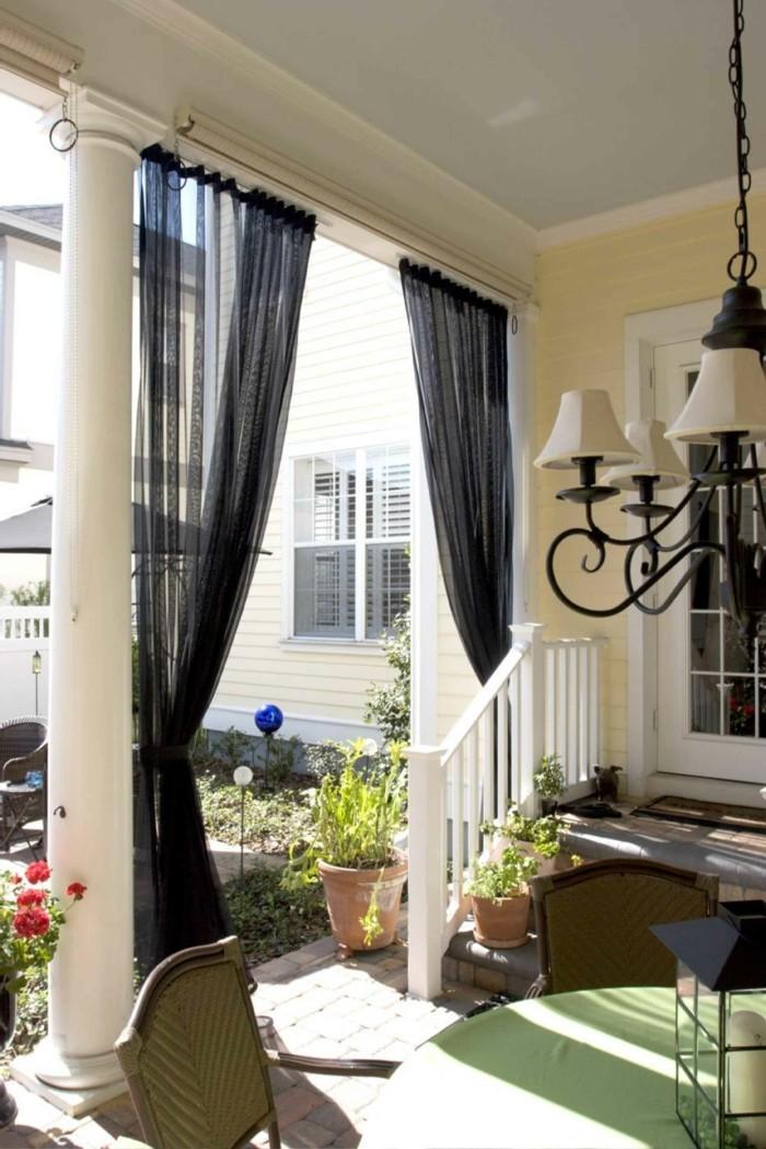 gartenideen patio mit schönen gardinen in schwarz