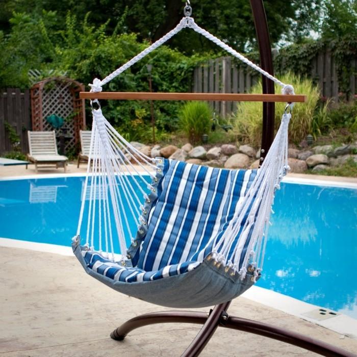 gartenmöbel hängesessel um das schwimmbad stellen