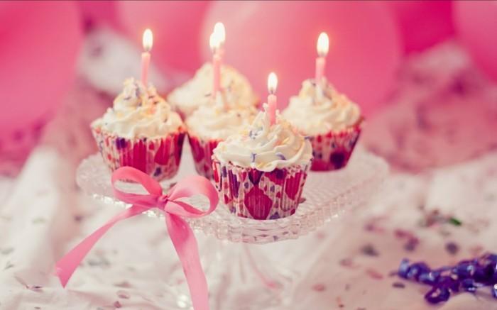 geburtstagsparty ideen cupcakes mit kerzen als deko