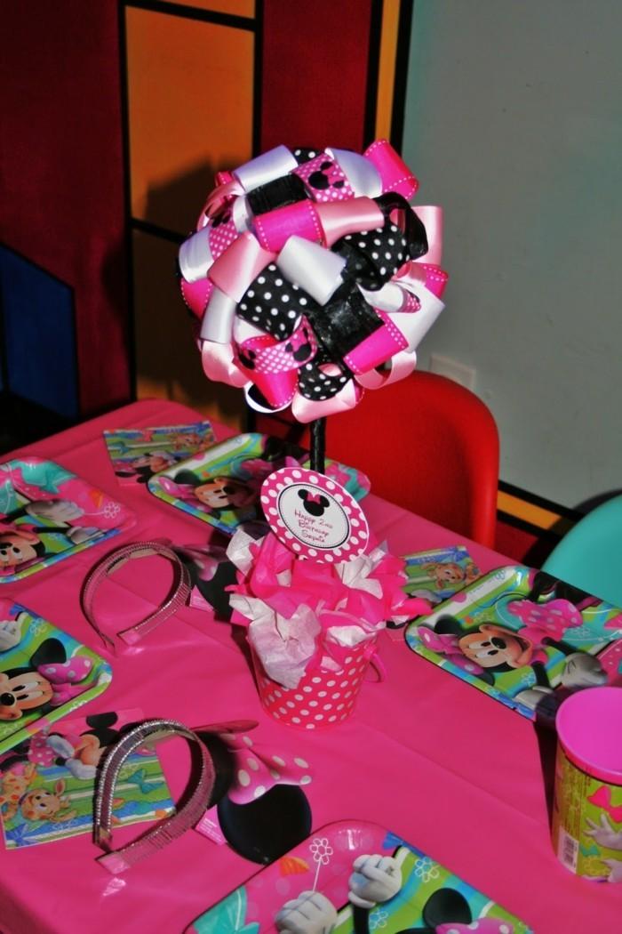 geburtstagsparty ideen für mädchen minnie mouse und rosa tischdecke