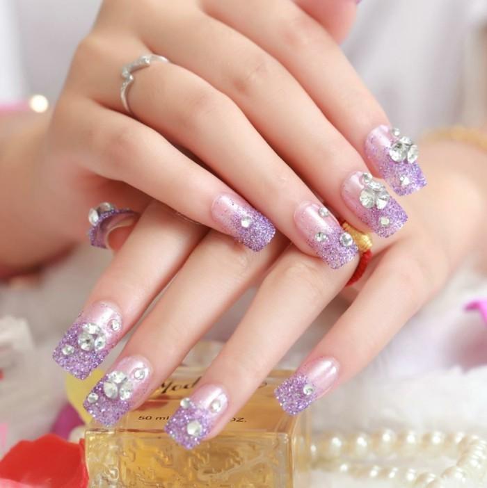 glitzersteine maniküre nageldesign sommer lila nagellack