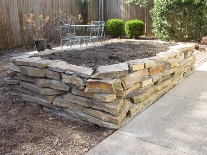 hochbeete aus stein im vorgarten