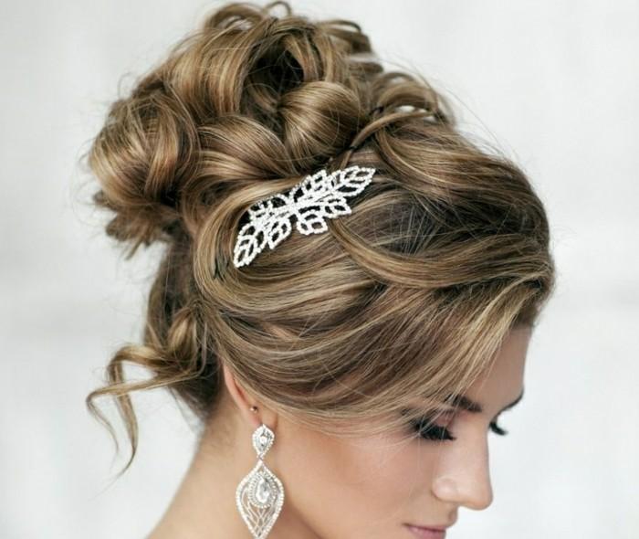 hochsteckfrisur mit elegantem haarschmuck