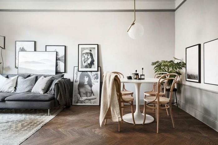 hygge wohnzimmer mit dekokissen und decken schaffen gemütlichleit