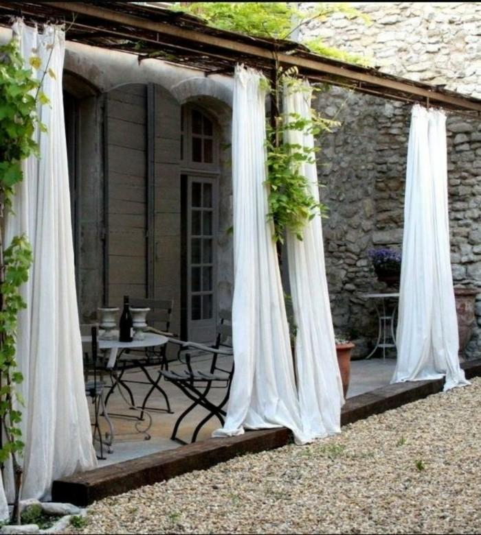 ideen für den garten terrasse mit weißen gardinen