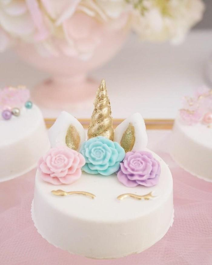 kleine einhorn torte kindergeburtstag fondant blumen