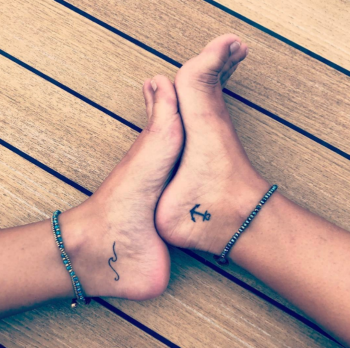kleine tattoos anker schrift am fuß frauen tatoo motive