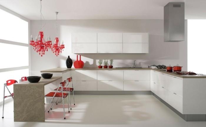 moderne küche in weiß mit roten akzenten