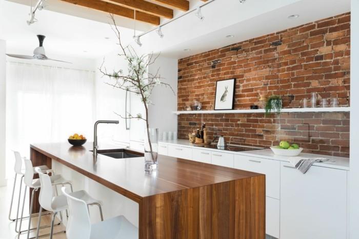 moderne küche weiße küchenschränke und freistehende kücheninsel mit holzoptik