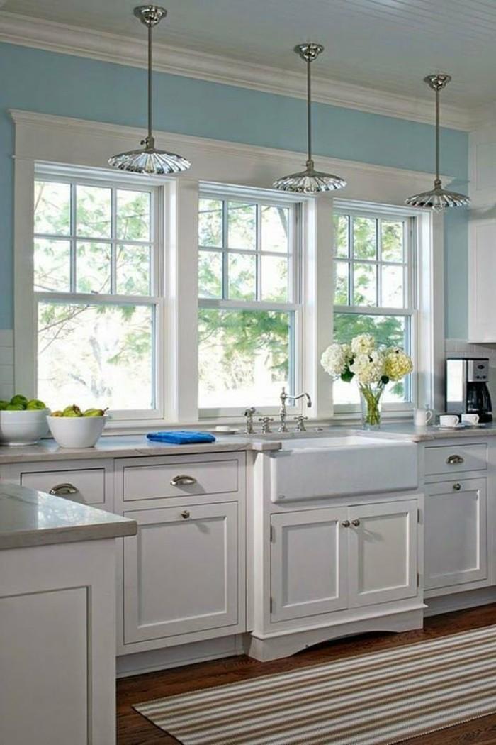 moderne küchen streifenteppich und hellblaue wandfarbe