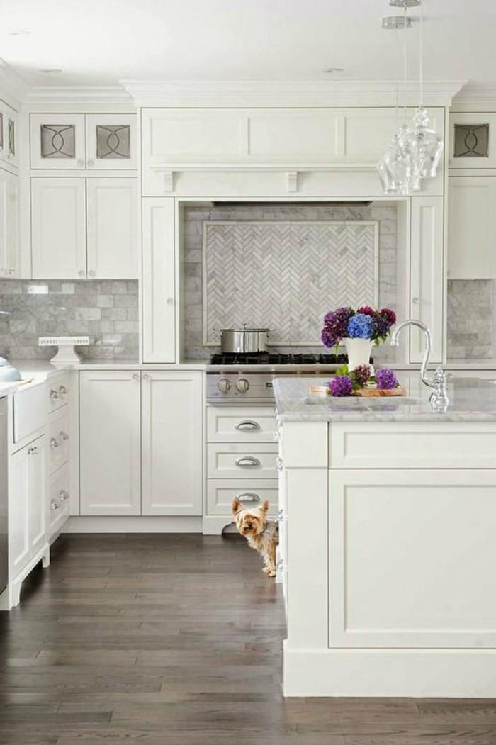 Moderne Küchen Weiße Küche Durch Farbige Blumen Aufpeppen 40 Moderne Küchen  In Weiß Faszinieren Durch Schick Und Funktionalität   Einrichtungsideen ...
