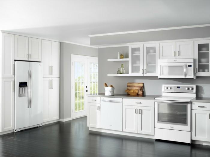 moderne küchengestaltung in weiß grau geräumig und funktional