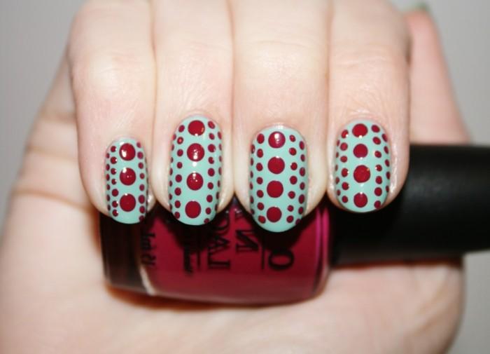 nageldesign ideen für den sommer grüner nagellack mit roten punkten