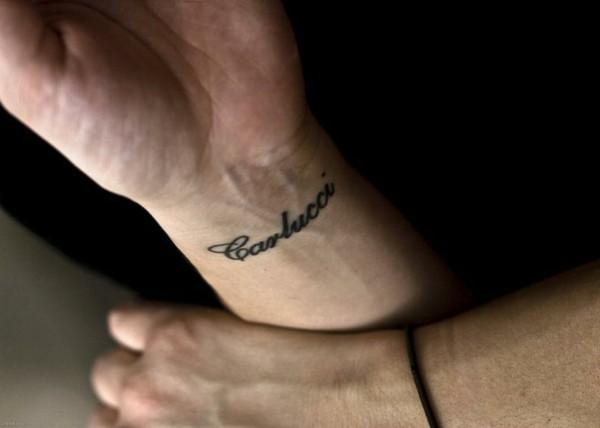 namen tattoo schriften ideen für männer handgelenk tätowierung