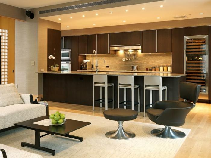 offene küche in neutralen farbtönen und mit schöner beleuchtung