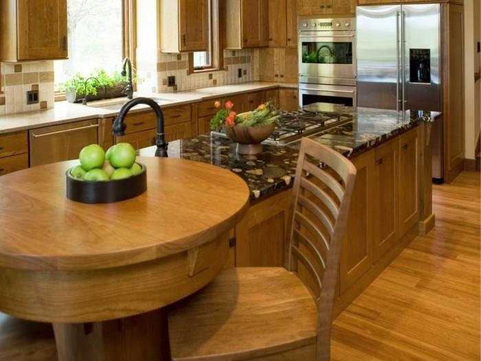 offene küche kücheneinrichtung mit holzoptik und mosaikfliesen