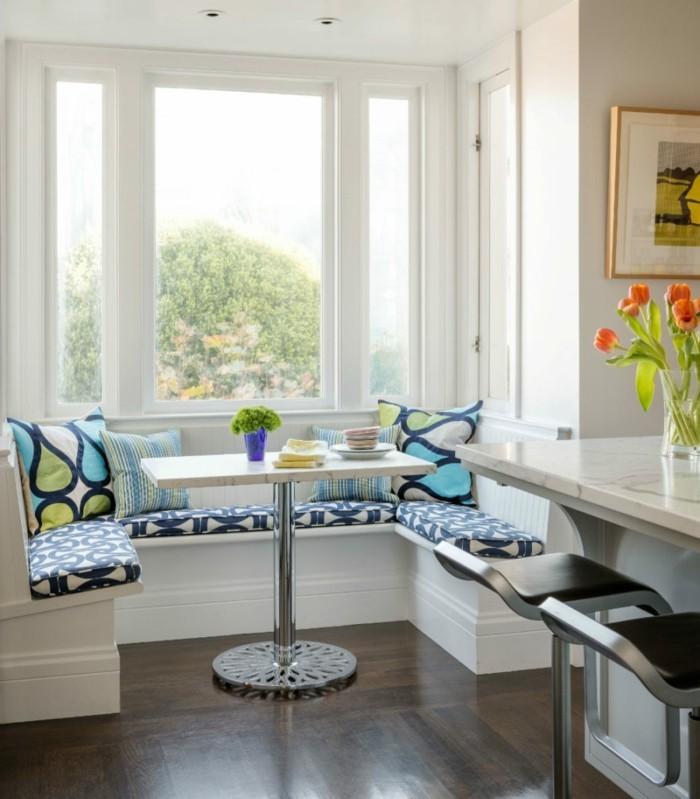 offene küche mit kücheninsel und sitzbank