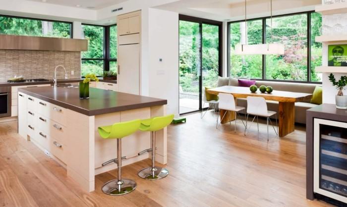 offene küche moderne küchengestaltung mit krassen farbigen elementen