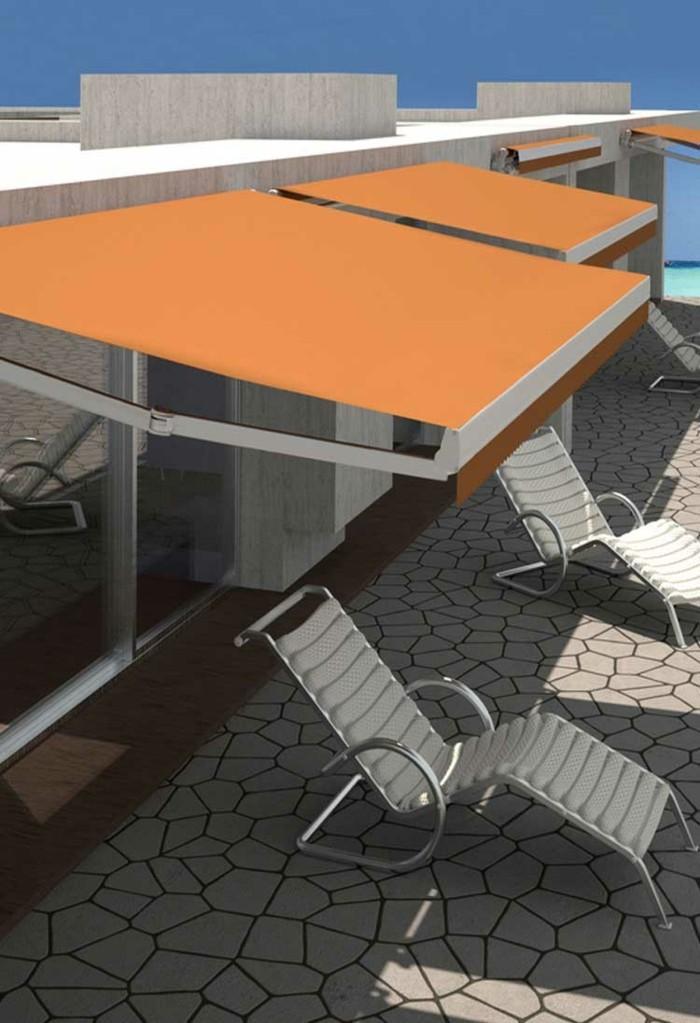 orange als akzent auf einer minimalistischen terrasse
