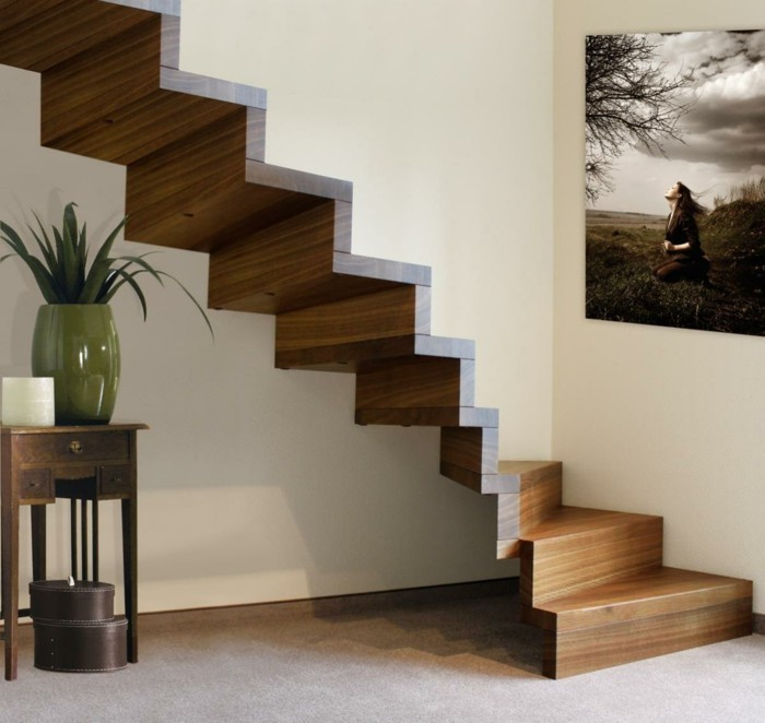 raumdesign das treppenhaus dekorieren gemälde aufhängen und pflanzen stellen