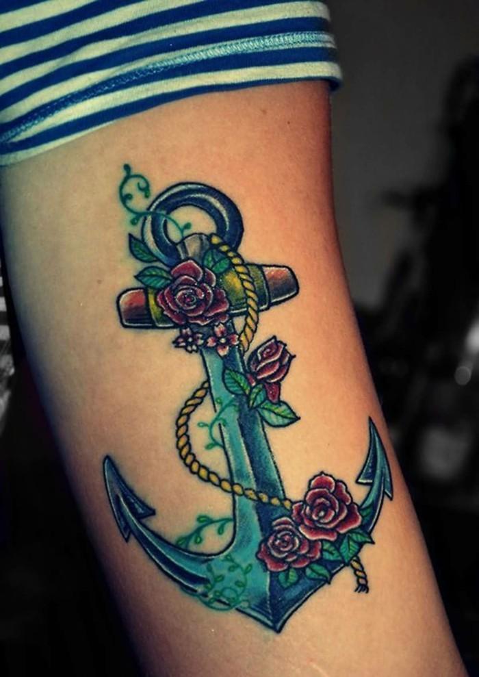 rosen anker tattoo am unterarm frauen tätowierung
