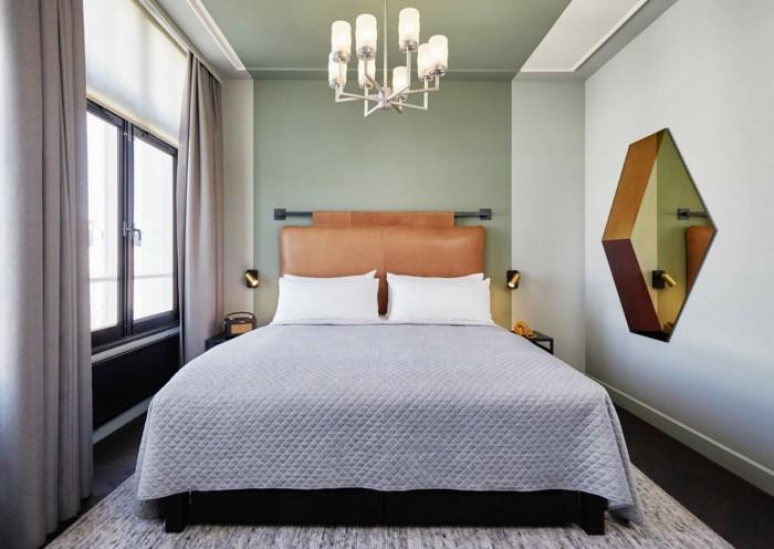 schlafzimmer ideen hellgraue vorhänge und schöner teppich