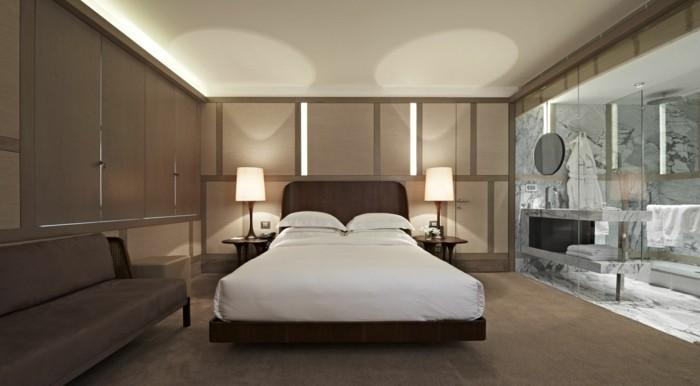schlafzimmer ideen innendesign in braunnuancen und gläserner trennwand