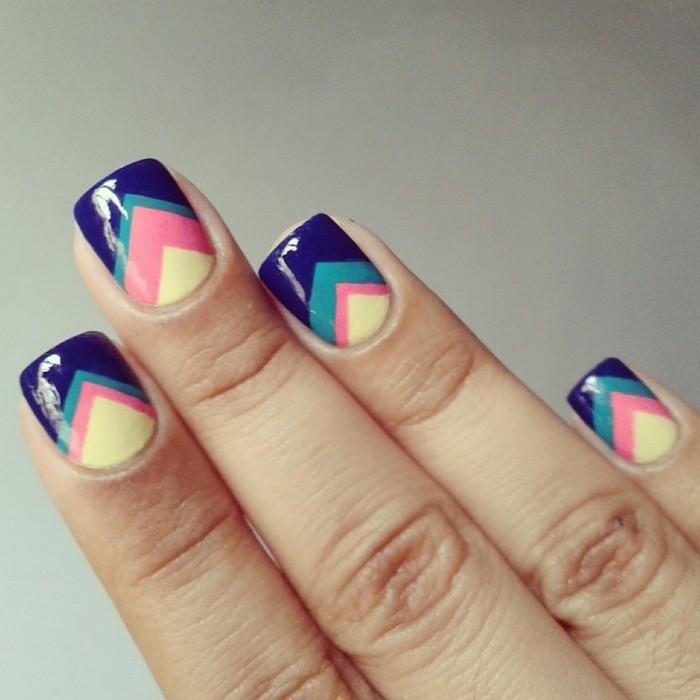 sommernägel geometrische figuren in kontrastiven farben