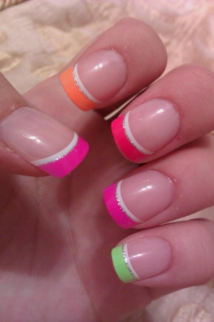 sommernägel krasse farben kombinieren und akzente setzen