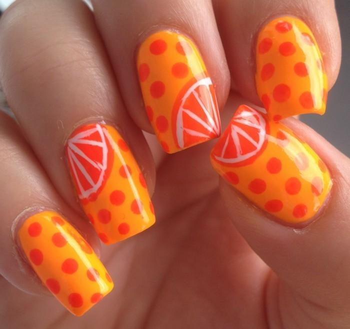 sommernägel muster mit orangen macht die stimmung heiter
