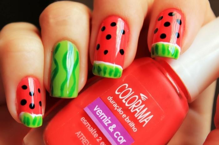 sommernägel nageldesign mit wassermelone rot und grün kombinieren