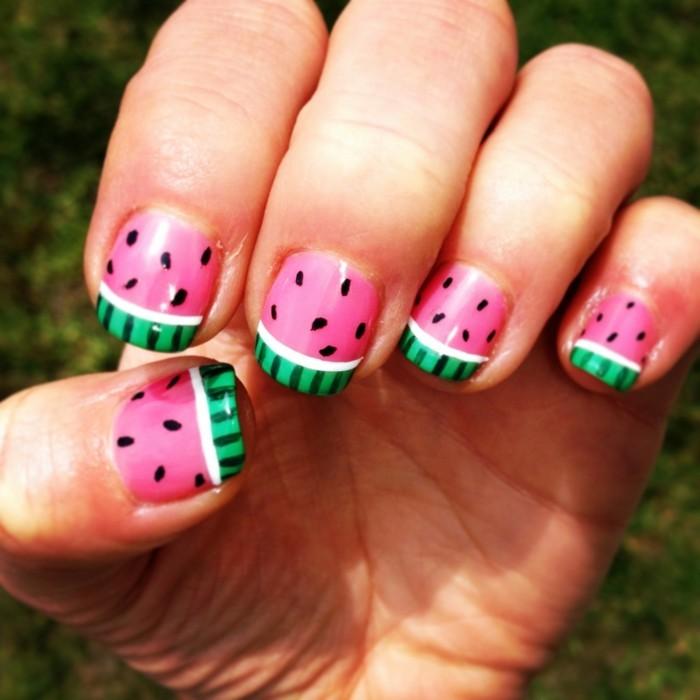 sommernägel wassermelone design in schönen gesättigten farben