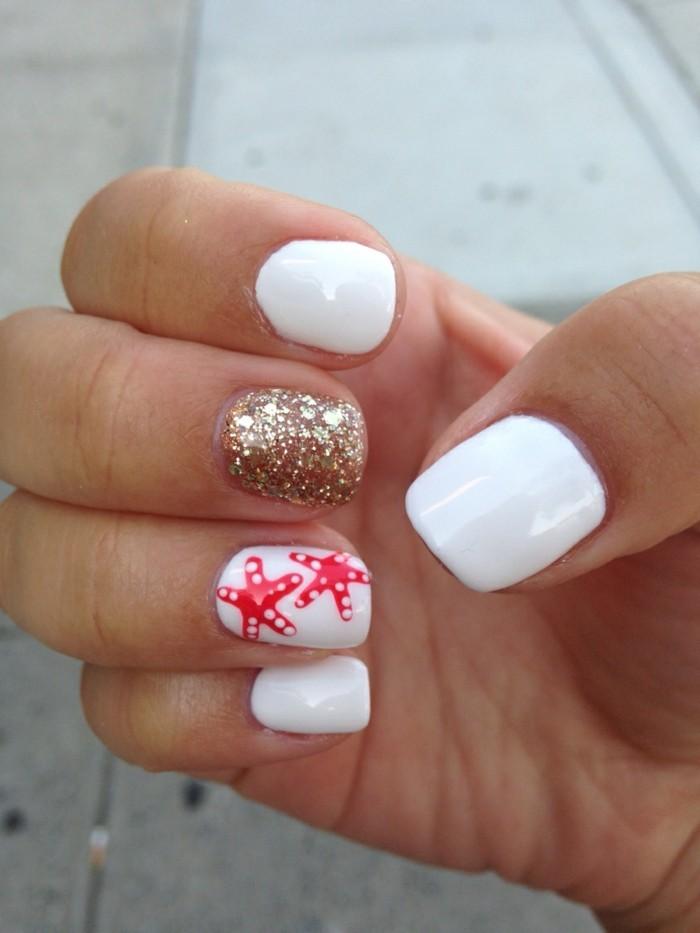 sommernägel weißer nagellack mit meeresmotiven