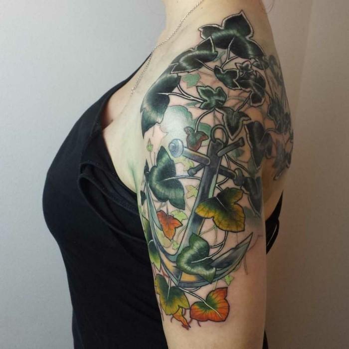 tattoo anker und efeu motiv oberarm tätowierung frauen