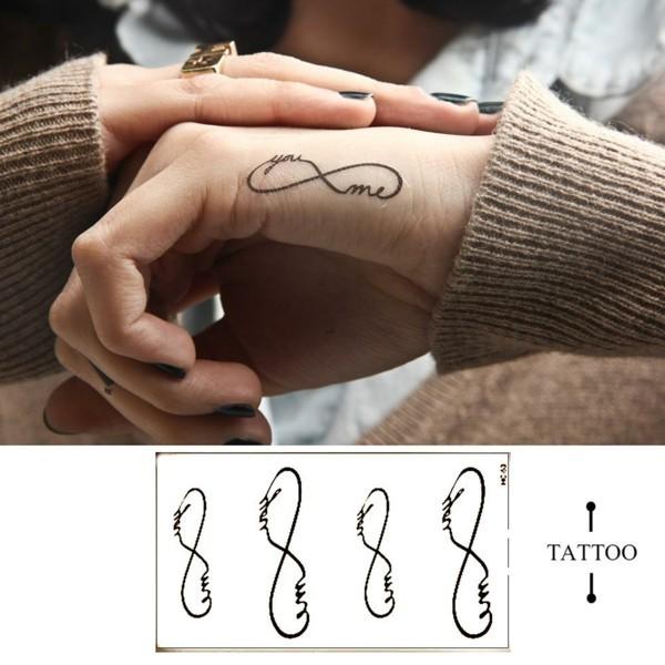 tattoo schriften 49 ideen und spr che f r ihren. Black Bedroom Furniture Sets. Home Design Ideas
