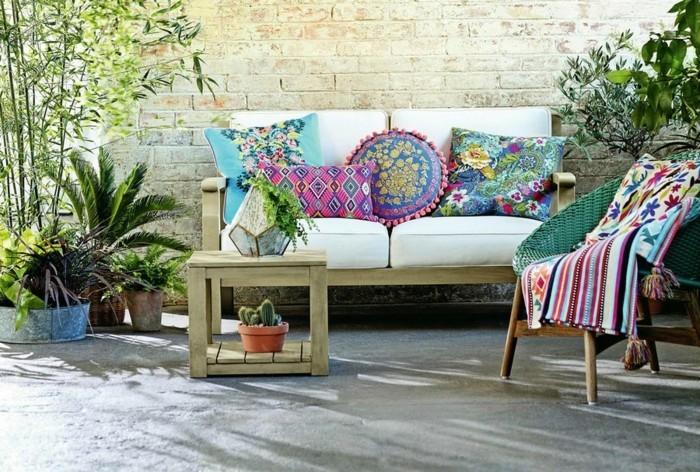 textilien trends farben bunt gartenmöbel sofa dekokissen
