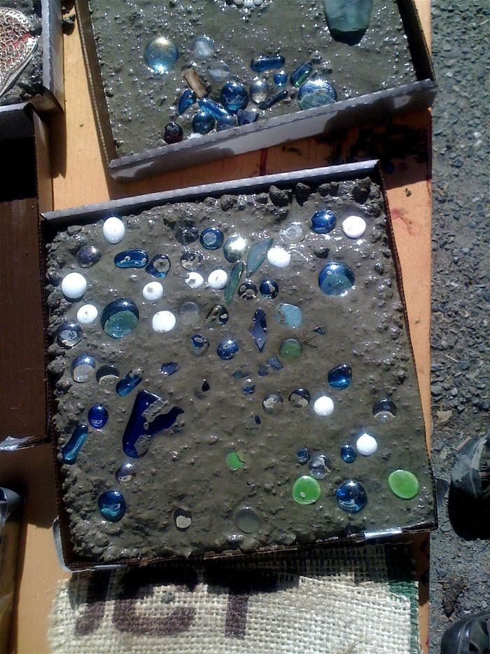 trittsteine betonplatten mit mosaiksteinen