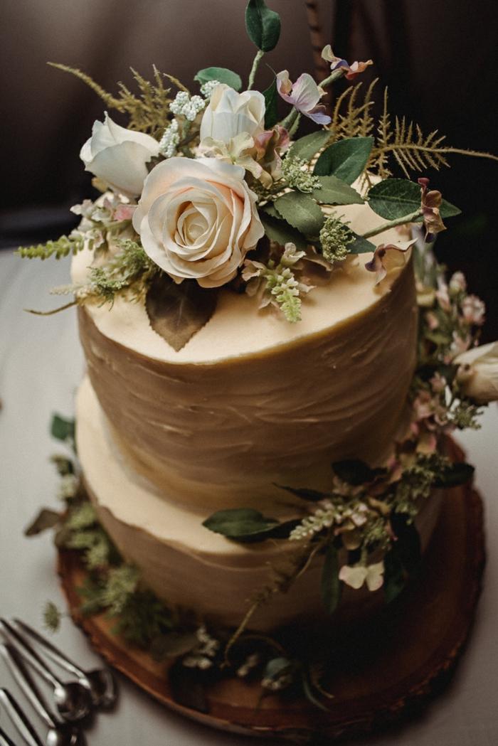 waldhochzeit tortendeko im boho style mit fondant und echten rosen