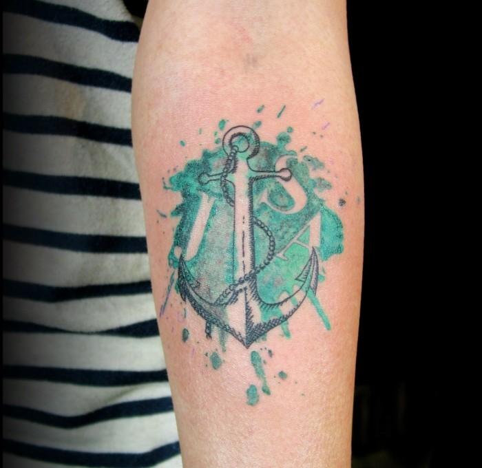 wasserfarben tattoo anker am unterarm