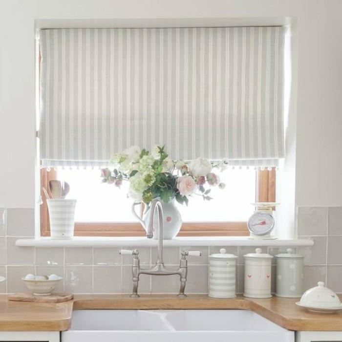 weiße küche kleine küche in hellen schattierungen gestalten
